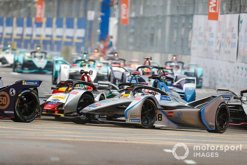 Edoardo Mortara, Venturi Formula E, Venturi VFE05 all'esterno di Lucas Di Grassi, Audi Sport ABT Schaeffler, Audi e-tron FE05 alla partenza