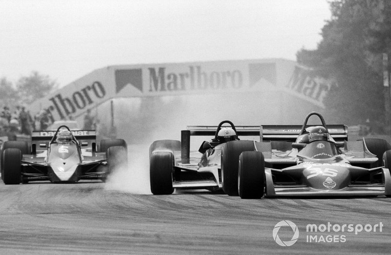 Elio de Angelis, Shadow DN9 crashes into the back of Bruno Giacomelli, Alfa Romeo 177