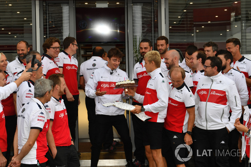 Sauber celebrate the birthday of Marcus Ericsson, Sauber with Charles Leclerc, Sauber