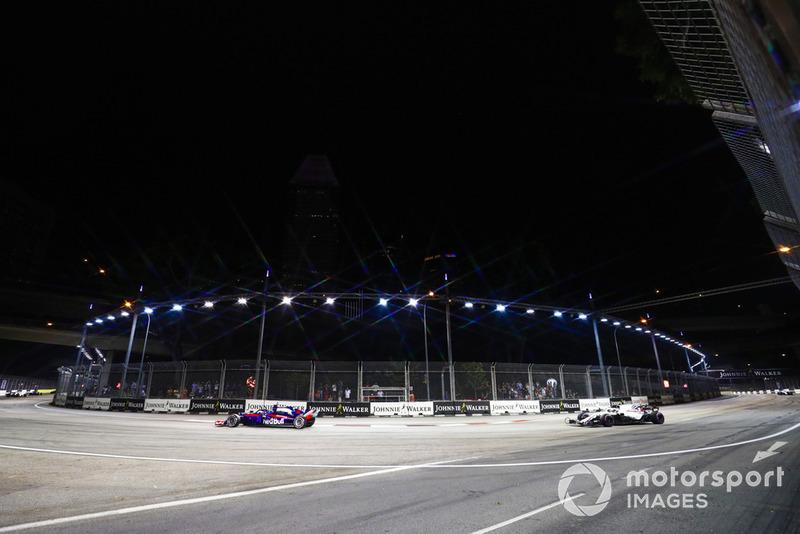 Brendon Hartley, Toro Rosso STR13, precede Sergey Sirotkin, Williams FW41