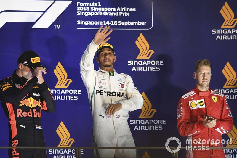 Max Verstappen, Red Bull Racing, Lewis Hamilton, Mercedes AMG F1 y Sebastian Vettel, Ferrari, en el podio