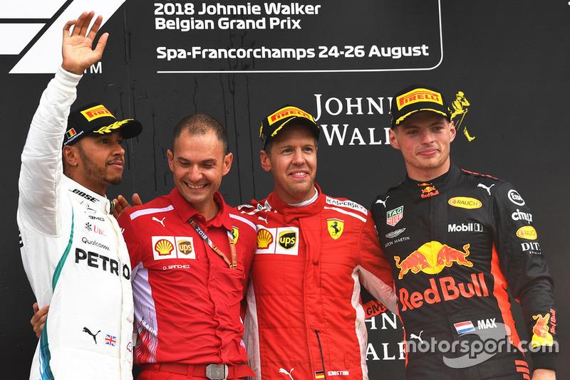 Il vincitore della gara Sebastian Vettel, Ferrari, il secondo classificato Lewis Hamilton, Mercedes AMG F1, il terzo classificato Max Verstappen, Red Bull Racing