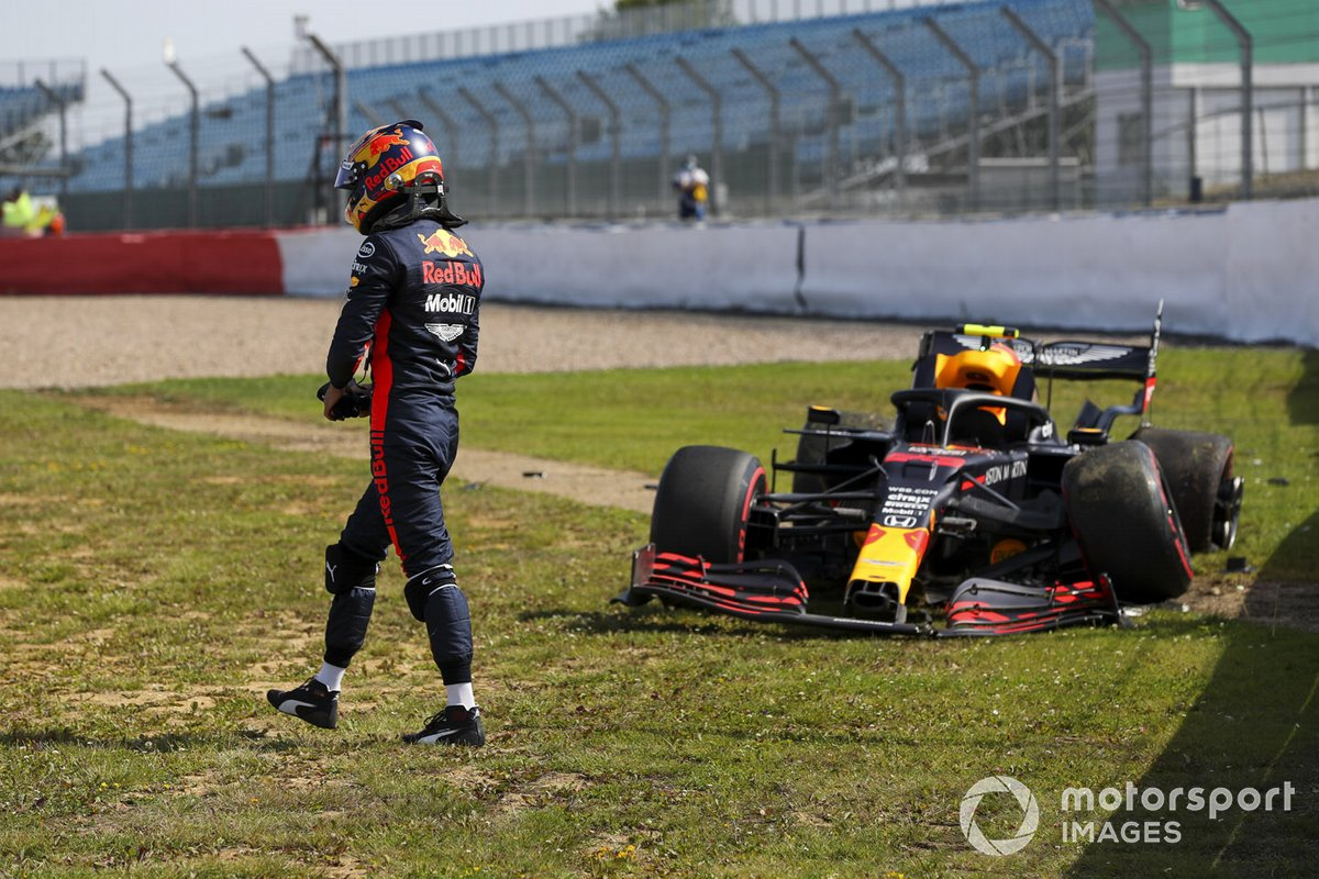 Alex Albon, Red Bull Racing RB16 après son accident