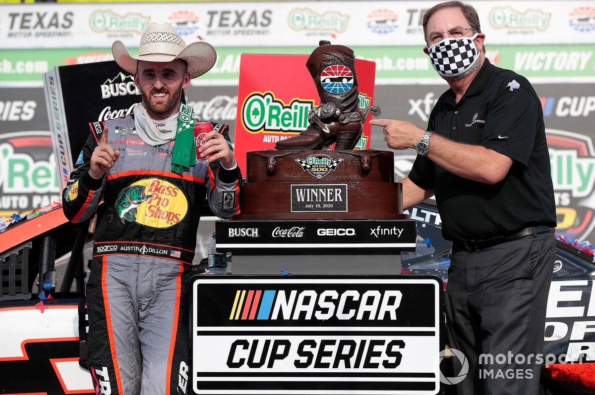 Race Winner Austin Dillon, Richard Childress Racing, Chevrolet Camaro with track President Eddie Gossage