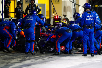 Pierre Gasly, Scuderia Toro Rosso STR13, makes a stop