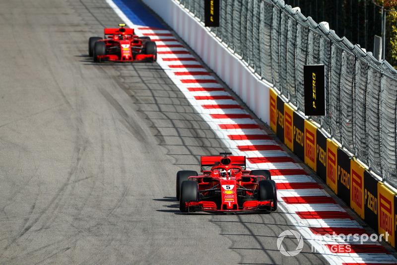 Sebastian Vettel, Ferrari SF71H, lidera a Kimi Raikkonen, Ferrari SF71H