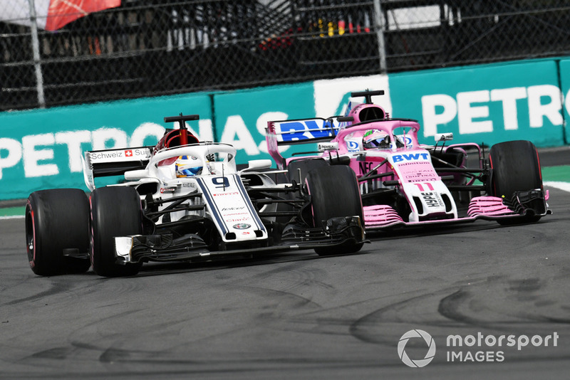 Marcus Ericsson, Sauber C37 and Sergio Perez, Racing Point Force India VJM11 battle