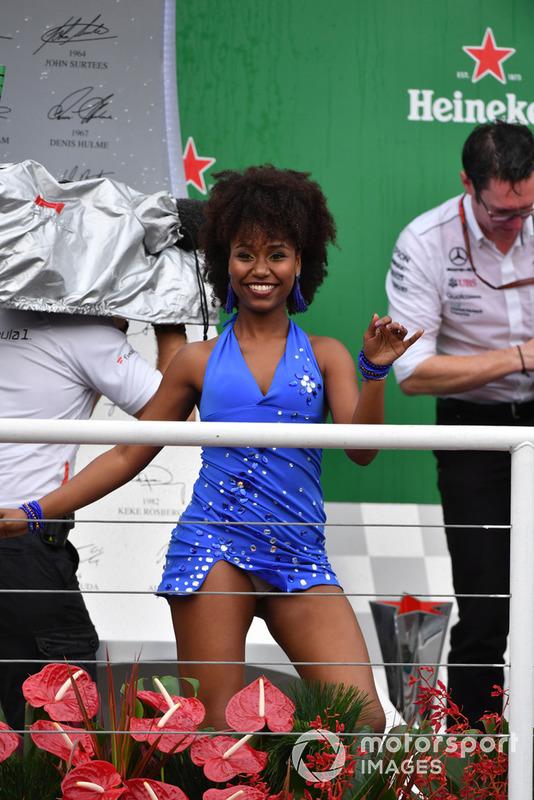 Ballerine di Samba sul podio