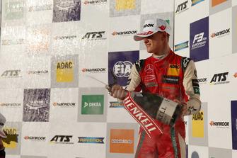 Подіум: Мік Шумахер, PREMA Theodore Racing Dallara F317 - Mercedes-Benz