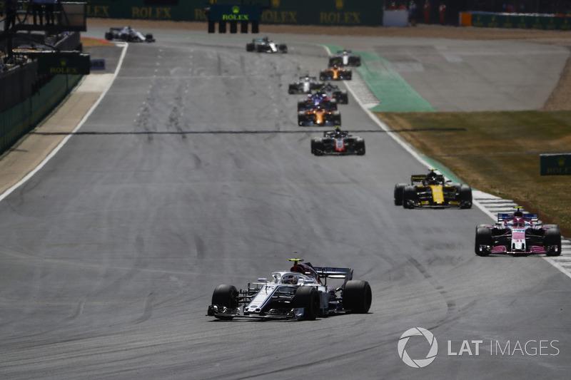 Charles Leclerc, Sauber C37, Esteban Ocon, Force India VJM11, y Carlos Sainz Jr., Renault Sport F1 Team R.S. 18