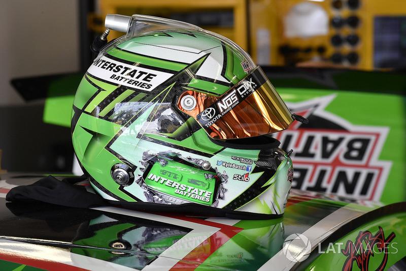 Il casco di Kyle Busch, Joe Gibbs Racing, Toyota Camry Interstate Batteries