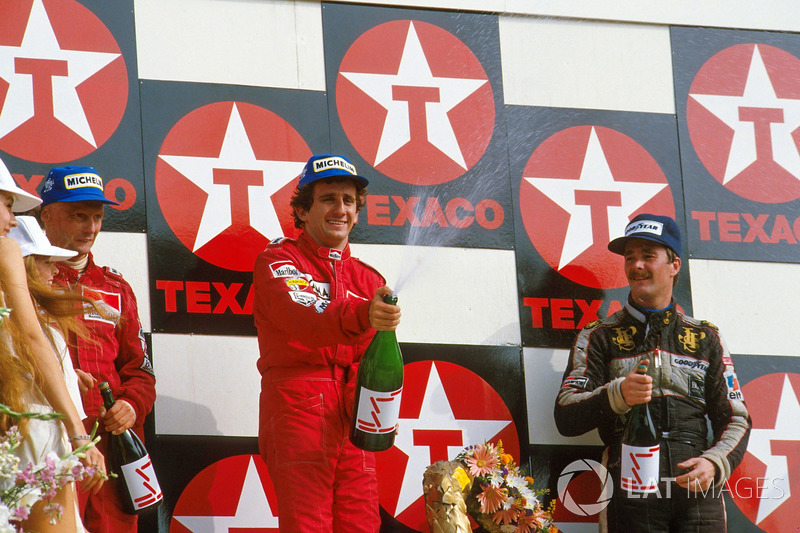 Podium: race winner Alain Prost, second place Niki Lauda, third place Nigel Mansell