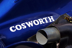 Емблема Cosworth на машині Williams FW28