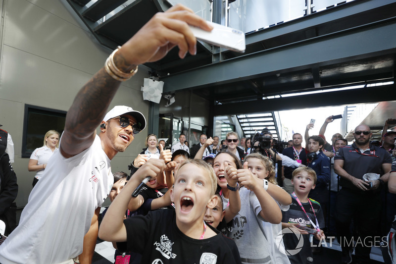 Lewis Hamilton, Mercedes AMG F1, meets the grid kids