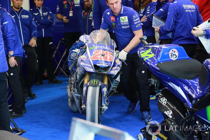 La moto de Maverick Viñales, Yamaha Factory Racing después del choque