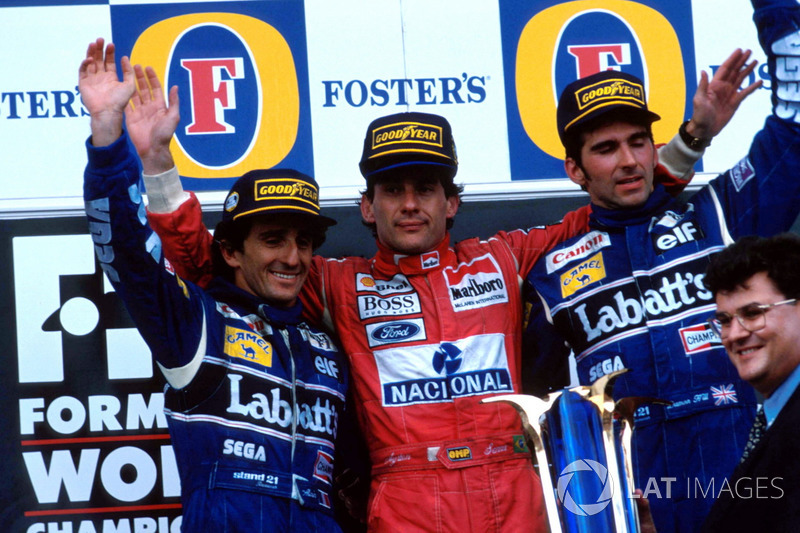 Podio: segundo lugar Alain Prost, Williams, ganador de la carrera Ayrton Senna, McLaren, tercer luga