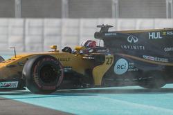 Nico Hulkenberg, Renault Sport F1 Team RS17 spins