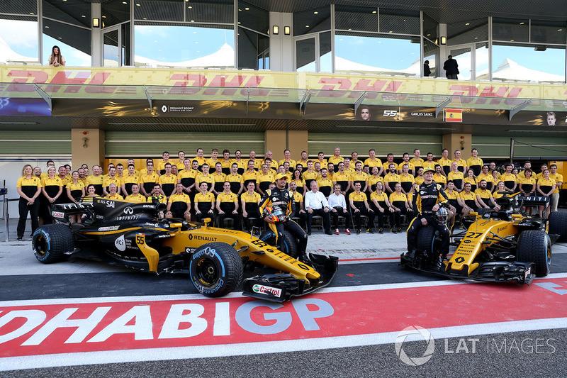 Carlos Sainz Jr., Renault Sport F1 Team and Nico Hulkenberg, Renault Sport F1 Team at the Renault Te