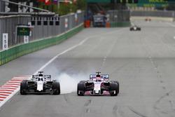 Lance Stroll, Williams FW41 Mercedes, battles with Sergio Perez, Force India VJM11 Mercedes