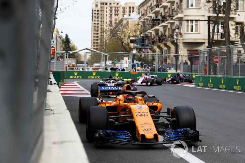 Stoffel Vandoorne, McLaren MCL33 Renault, Romain Grosjean, Haas F1 Team VF-18 Ferrari, Sergio Perez, Force India VJM11 Mercedes