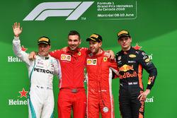 Обладатель второго места Валттери Боттас, Mercedes AMG F1, победитель Себастьян Феттель, Ferrari, третье место – Макс Ферстаппен, Red Bull Racing