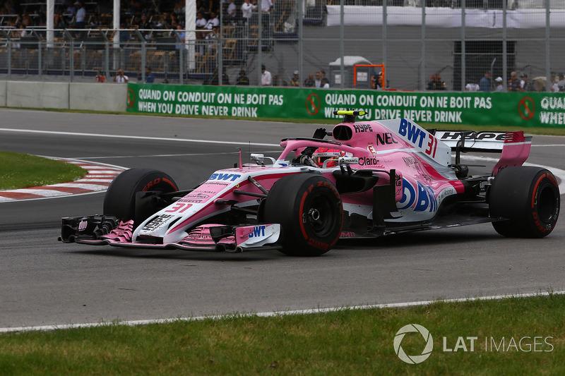 Esteban Ocon, Force India VJM11, saluta alla fine della gara