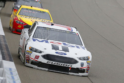 Aric Almirola, Stewart-Haas Racing, Ford Fusion Mobil 1 e Joey Logano, Team Penske, Ford Fusion Shell Pennzoil
