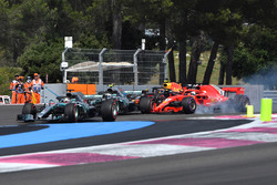 Lewis Hamilton, Mercedes-AMG F1 W09 leads at the start of the race as Sebastian Vettel, Ferrari SF71H locks up and hits Valtteri Bottas, Mercedes-AMG F1 W09