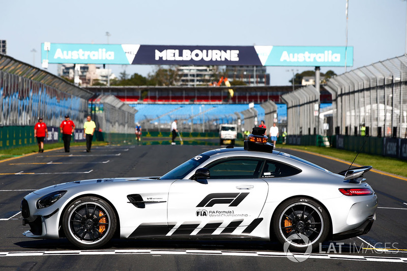 Машина безопасности Mercedes-AMG GT R