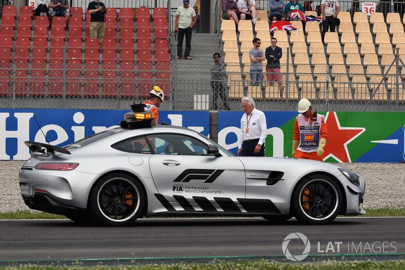 La voiture de sécurité sur la scène de l'accident de Brendon Hartley, Scuderia Toro Rosso STR13