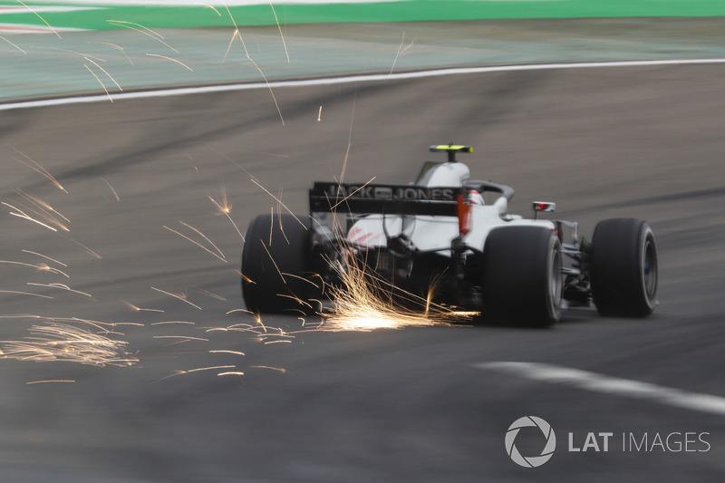 Kevin Magnussen, Haas F1 Team VF-18 Ferrari, strikes up sparks