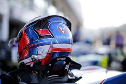 Casco de Sacha Fenestraz, Carlin, Dallara Volkswagen