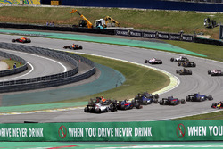 Kevin Magnussen, Haas F1 Team VF-17, Daniel Ricciardo, Red Bull Racing RB13 and Stoffel Vandoorne, McLaren MCL32 collide at the start of the race