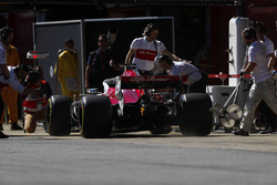 Marcus Ericsson, Sauber C37, approaches his pit