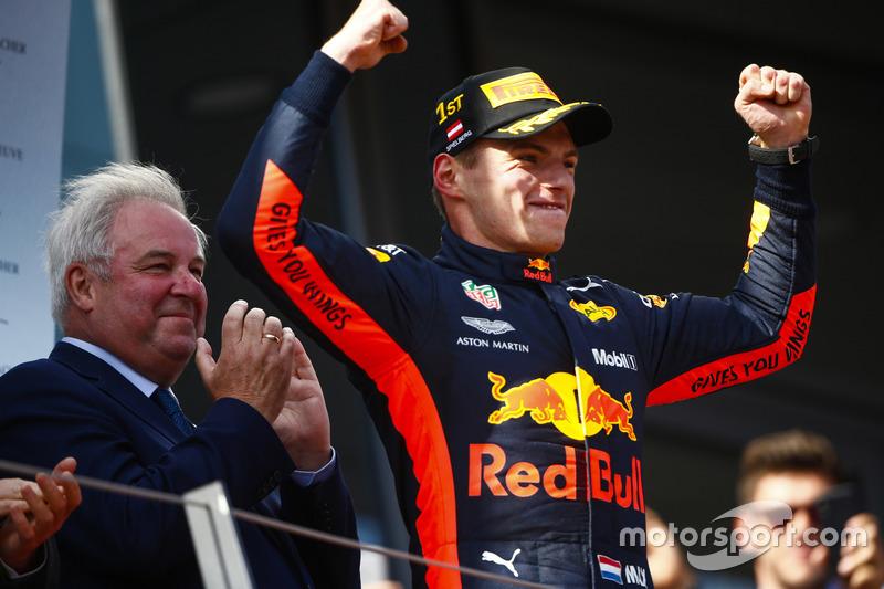 Max Verstappen möchte nach fünf Siegen 2019 endlich Weltmeister werden. Die Chancen stehen gut. Warum? Jetzt durchklicken!