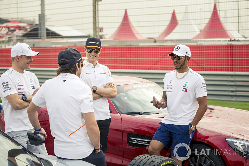 Fernando Alonso, McLaren, Valtteri Bottas, Mercedes-AMG F1, Lewis Hamilton, Mercedes-AMG F1 and Stoffel Vandoorne, McLaren with Pirelli Hot Laps car