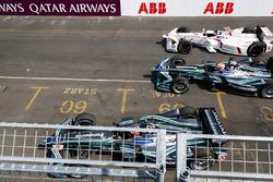 Nelson Piquet Jr., Jaguar Racing, Jose Maria Lopez, Dragon Racing, avoid the stationary Mitch Evans, Jaguar Racing, at the start of the race
