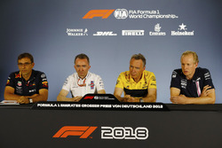 Andrew Green, Direttore tecnico, Force India, Bob Bell, Chief Technical Officer, Renault Sport F1 Team, Paddy Lowe, Williams, e Pierre Wache, Red Bull Racing, nella conferenza stampa
