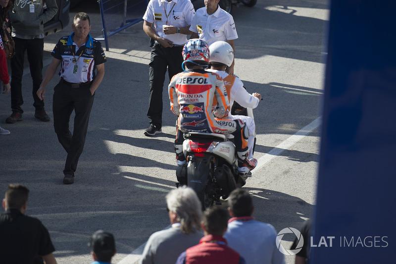 Dani Pedrosa, Repsol Honda Team, nach Sturz