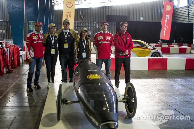 Kimi Raikkonen, Ferrari y Marc Gene, Piloto de prueba, Scuderia Ferrari y estudiantes de la unam con el coche Mako en el Shell Eco-marathon cars