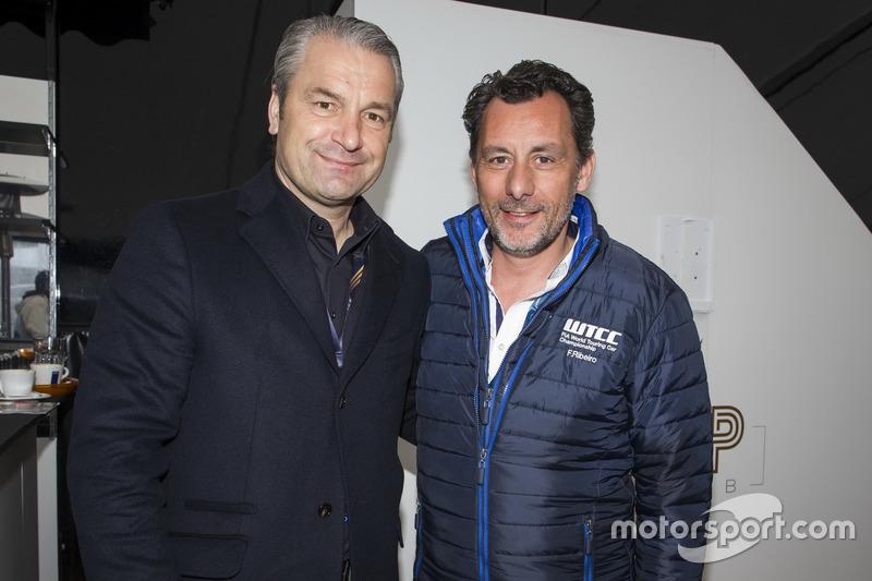 François Ribeiro, Eurosport Motorsport Direktor mit dem Ungarischen Fußballtrainer Bernd Storck