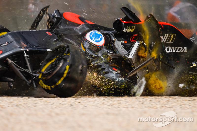 1 (GP de Australia) El gran accidente de Fernando Alonso, McLaren MP4-31