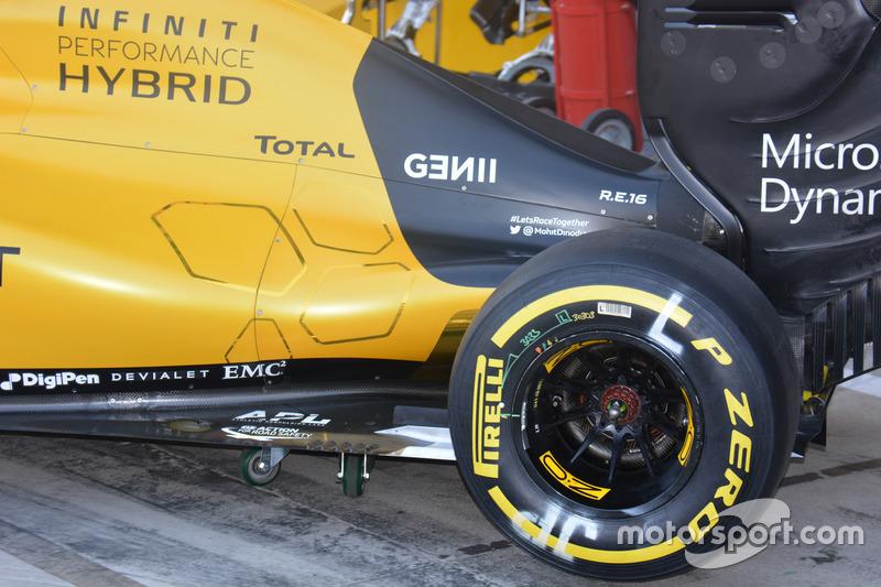 Renault Sport F1 Team RS16, fiancata