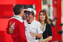 Фернандо Алонсо, McLaren, и Лука Бальдиссерри, директор академии пилотов Ferrari