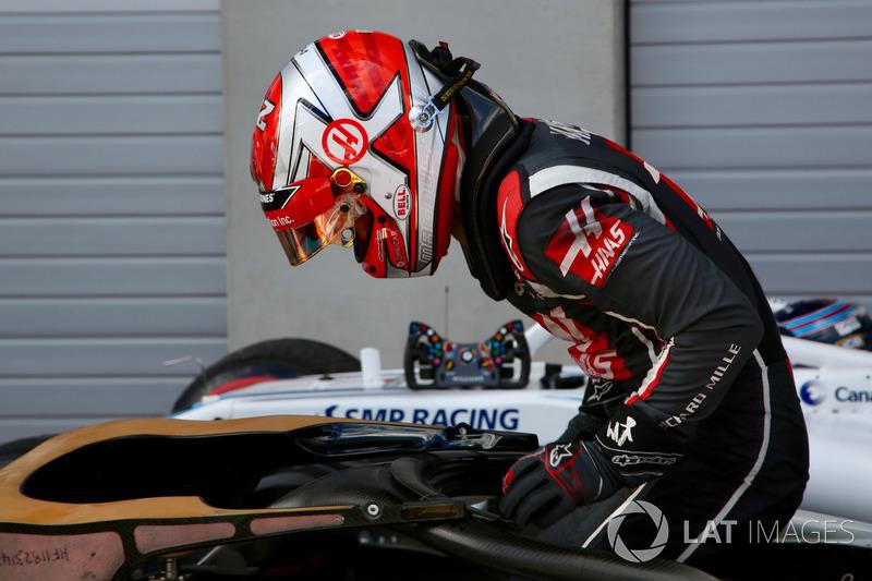 Kevin Magnussen, Haas F1 Team VF-18 dans le parc fermé