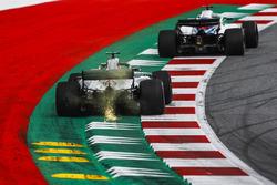 Lewis Hamilton, Mercedes-AMG F1 W09 kıvılcımlar