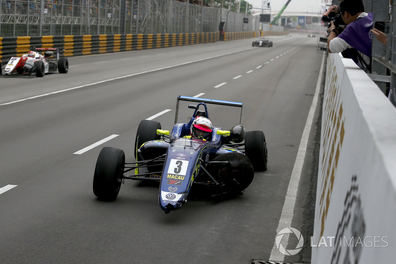 Ferdinand Habsburg, Carlin, Dallara Volkswagen after the crash in the last corner