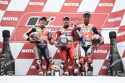 Podium : le vainqueur Andrea Dovizioso, Ducati Team, le deuxième, Marc Marquez, Repsol Honda Team, le troisième, Danilo Petrucci, Pramac Racing