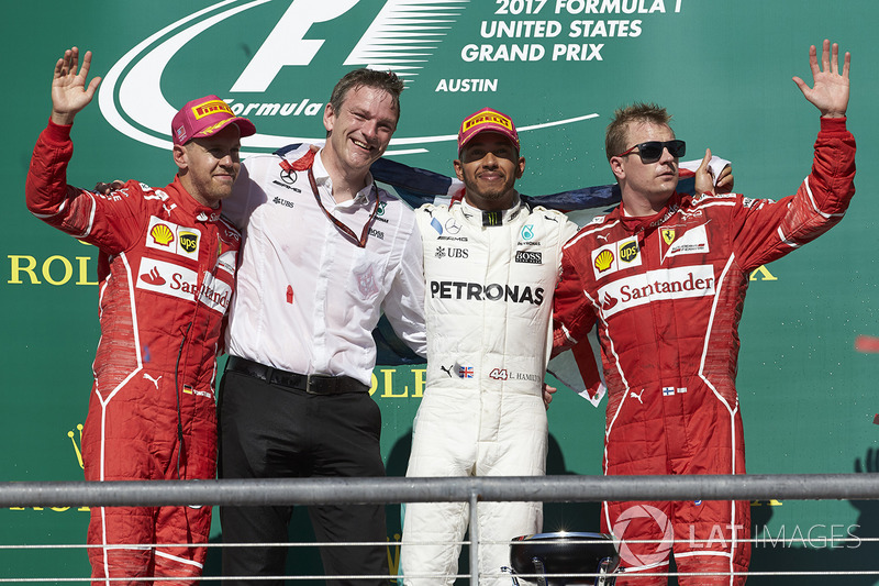 Sebastian Vettel, que chegou a liderar, ficou em segundo e Kimi Raikkonen, em terceiro.