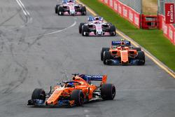 Fernando Alonso, McLaren MCL33 Renault, Stoffel Vandoorne, McLaren MCL33 Renault, Sergio Perez, Force India VJM11 Mercedes, y Esteban Ocon, Force India VJM11 Mercedes